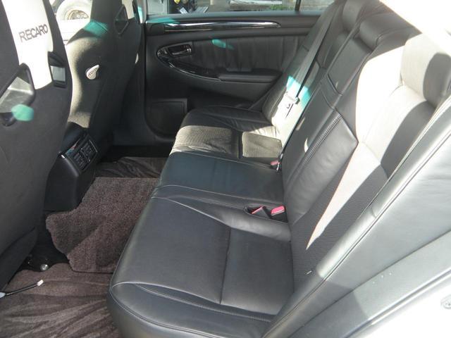 オイル交換・工賃込¥2,000-でやらせて頂いております。当社でご購入されてないお客様もお気軽にご利用ください。(オイル使用量5Lまでのお車が対象となります)