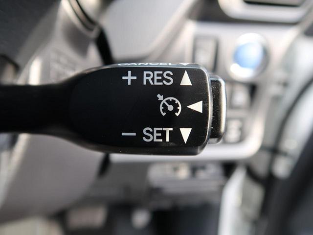 クルーズコントロールは標準搭載になります。走行中に設定したい速度を設定するとその速度を維持。アクセルを踏まなくても車が速度を維持してくれます。長距離ではかなり役立ちますね。