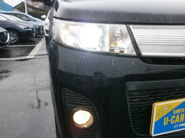 ディスチャージヘッドライトは、明るく夜間走行の視認性をサポートします。フォグランプは、雨や霧などの悪天候時にドライバーの強い味方になります!!