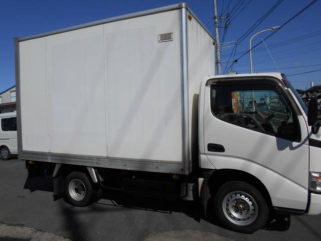 2t シャッター式扉 ガソリン車 バックカメラ付(4枚目)
