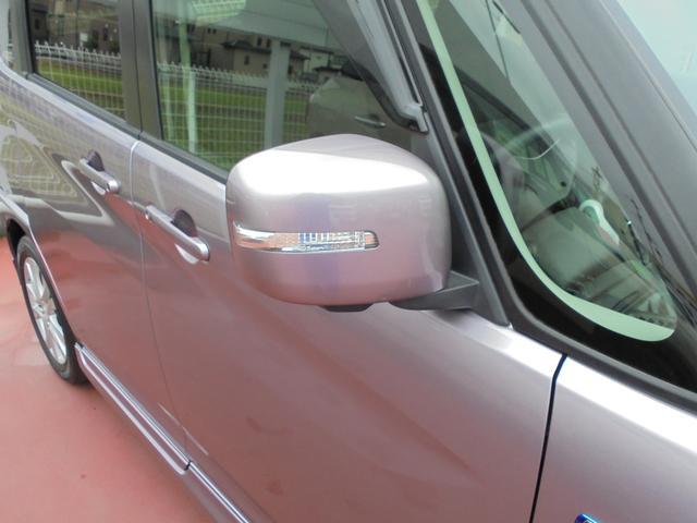 [ウィンカーランプ付ドアミラー]おしゃれな車の必須装備!ドアミラーにウインカーが付いているので、視認性もアップ!!
