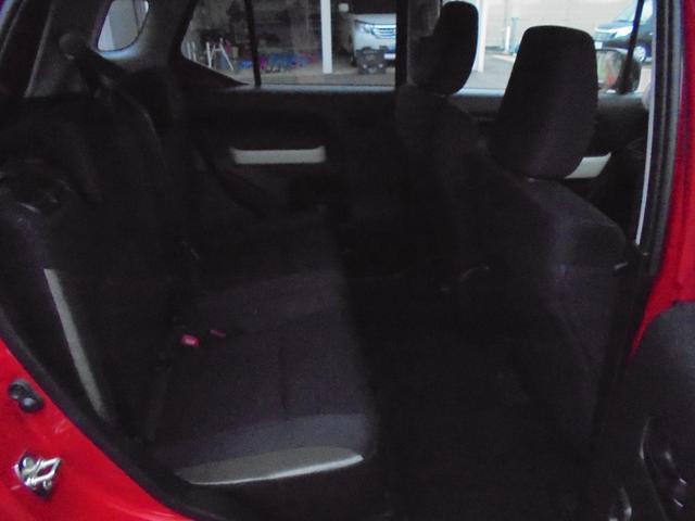 リヤシートも足元広々!背もたれもリクライニング出来るのでリラックスできます!シートもキレイです!