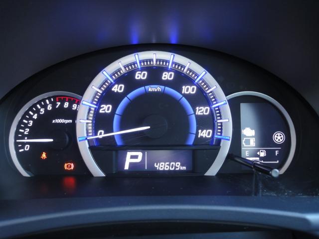 [マルチインフォメーションディスプレイ]メーター内のディスプレイで燃費など様々な車両情報が表示されます。
