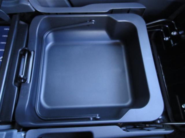 [助手席シートアンダーボックス]助手席の下にもスペース!あなたは何を入れますか^^