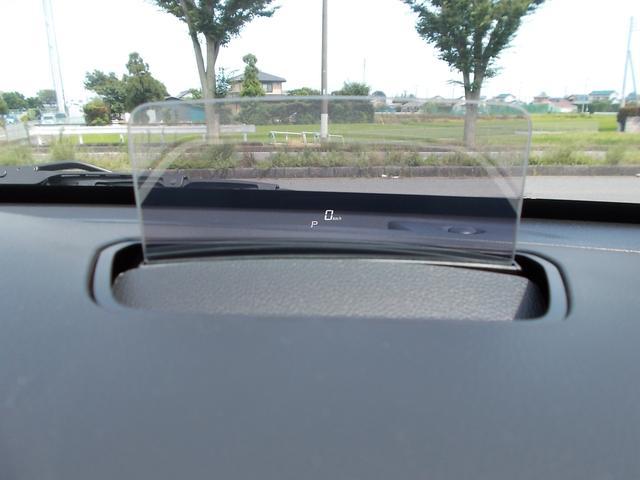 ヘッドアップディスプレイは速度、レンジが表示されます。