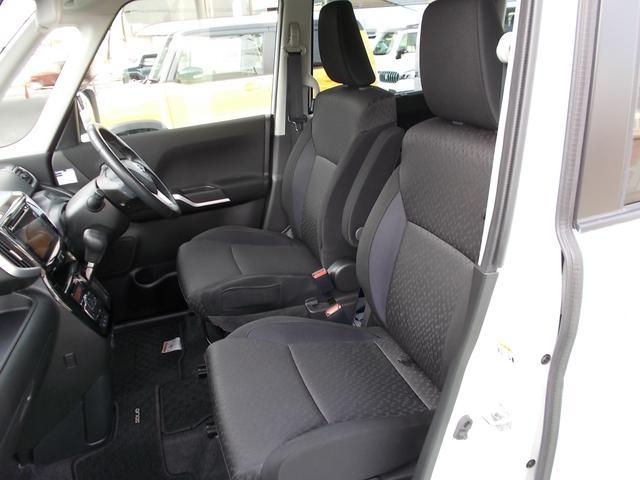 前席は高めのヒップポイントになっていて見晴らしがよく、運転しやすいですよ☆運転席と助手席の間が空いていて、歩けるようになっています☆後席に乗っている赤ちゃんが泣いてもすぐに近くに行ってあげられますね