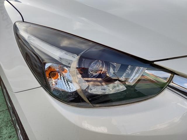 夜間走行時に先行車や対向車の状況をクルマが判断。ハイビーム・ロービームを自動的に切り替えます!