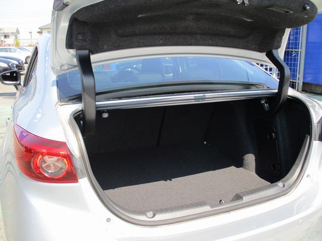 こちらのお車には、レーダークルーズ・レーンキープ・BSM・パドルシフト・コーナーセンサー・16アルミ・LEDライト・SDナビ地デジ・全方位カメラ・CD・DVDビデオ・ブルートゥースが装備!