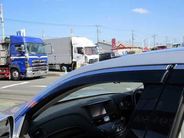 こちらのお車には、HDDナビ地デジ・B/Sカメラ・CD・DVDビデオ・ミュージックサーバー・本革・エアシート・オットマン・FCW・LDP・レーダークルーズ・ブルートゥース・18AW・キセノンが装備!