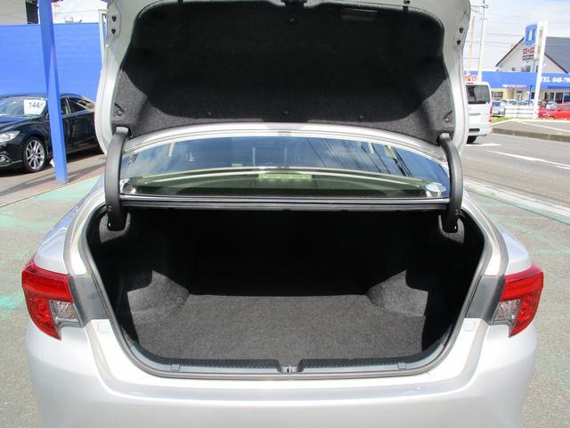 こちらのお車には、SDナビ地デジ・バックカメラ・CD・DVDビデオ・ブルートゥース・ETC・パワーシート・HIDライト・フォグ・16アルミ・スマートキー・オートライト・本革巻ステアリングが装備!