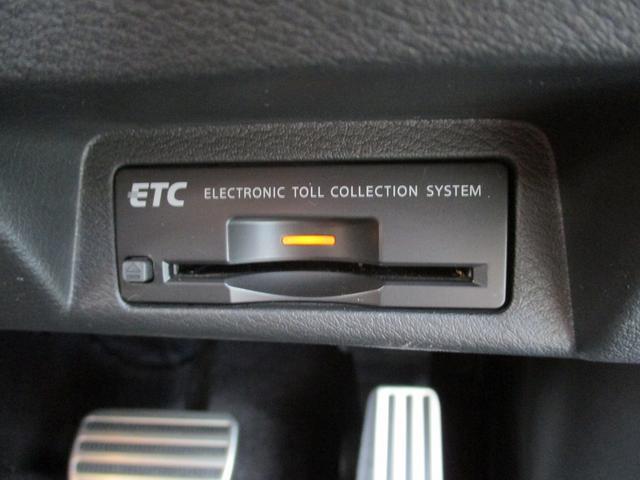 こちらのお車には、SDナビ地デジ・全方位カメラ・CD・DVDビデオ・ブルートゥース・ETC・黒革・シートヒーター・プリクラッシュ・Cセンサー・LDW・BSM・19AW・パドルシフトが装備!