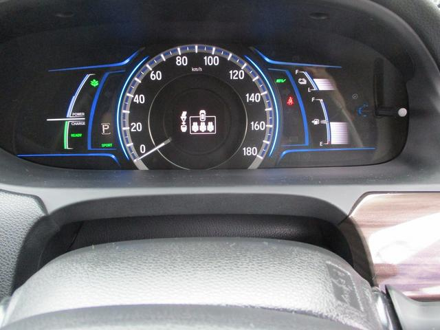 こちらのお車には、インターナビ地デジ・B/Sカメラ・CD・DVD・ブルートゥース・ETC・シートヒーター・コーナーセンサー・18AW・パドルシフト・Rサンシェード・ホンダセンシングが装備!
