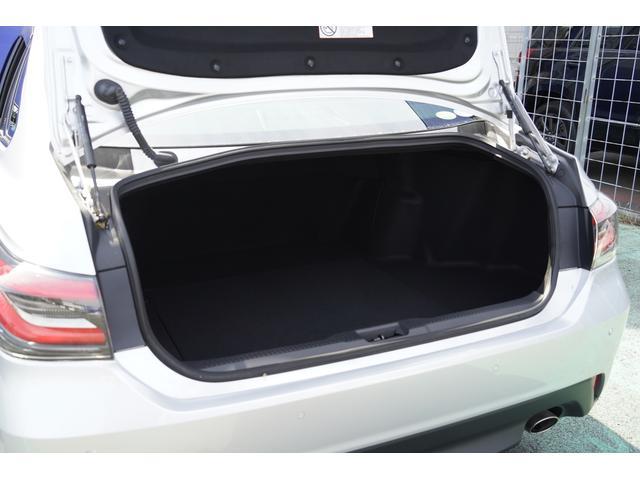 S スポーツスタイル SDナビ地デジ・バックカメラ・CD・DVD・ブルーレイ・ブルートゥース・USB・ステアヒーター・シートヒーター・ETC・Cセンサー・セーフティセンス・18AW・パドルシフト・LEDライト・フォグ(13枚目)