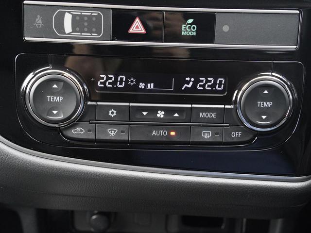 Gリミテッドエディション 後期・SDナビ地デジ・CD・DVDビデオ・ブルートゥース・コーナーセンサー・シートヒーター・ステアヒーター・AC100V・レーダークルーズ・LDW・18アルミ・LEDライト・フォグ・スマートキー(12枚目)