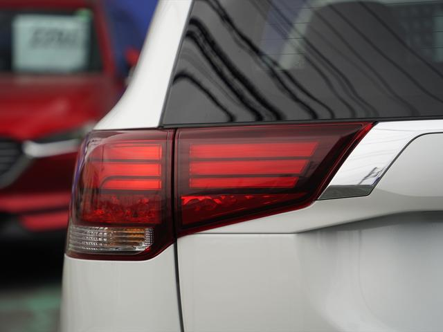 Gリミテッドエディション 後期・SDナビ地デジ・CD・DVDビデオ・ブルートゥース・コーナーセンサー・シートヒーター・ステアヒーター・AC100V・レーダークルーズ・LDW・18アルミ・LEDライト・フォグ・スマートキー(53枚目)