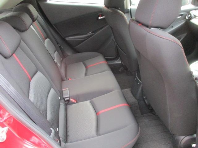 リアシートも適度なホールド感で長時間のドライブも苦になりません。後ろに乗っている方まで、車と一体になったような感覚になるほどの快適さです♪