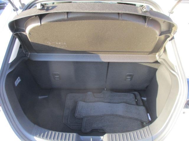 トランクは荷物の積み下ろしがしやすいワイドな開口幅と定員乗車時でも280L(VDA方式)の荷室容量を確保!リアシートには、使い方に応じてスペースをアレンジできる6:4分割可倒式シートバックを採用しました.