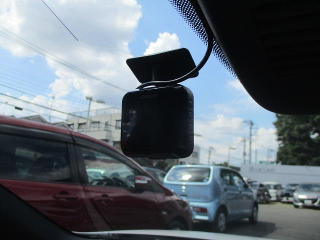 事故などの状況を映像として録画できるドライブレコーダーを装備!お車を安心・安全・快適に利用していただくための必需品です!