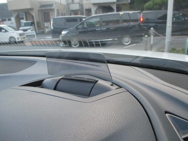 ヘッドアップディスプレイ搭載で、視線誘導が少なくて済むので安全ですよ。