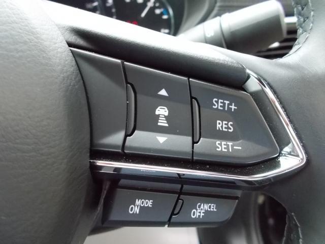 マツダレーダークルーズコントロール付き♪前の車の速度や車間距離を認識し、設定した速度内で車間距離を自動調整・維持することで追従走行を行い、高速道路などでドライバーの負担を軽減します♪