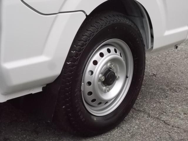 タイヤは4本共に5分山程度残ってマス♪