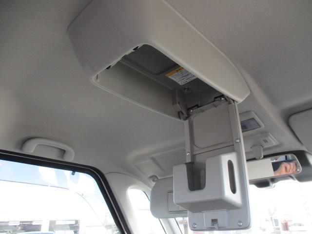天井からはティッシュボックスが丸ごと入る収納が有ります!すぐに使えるところにあってとても便利です!