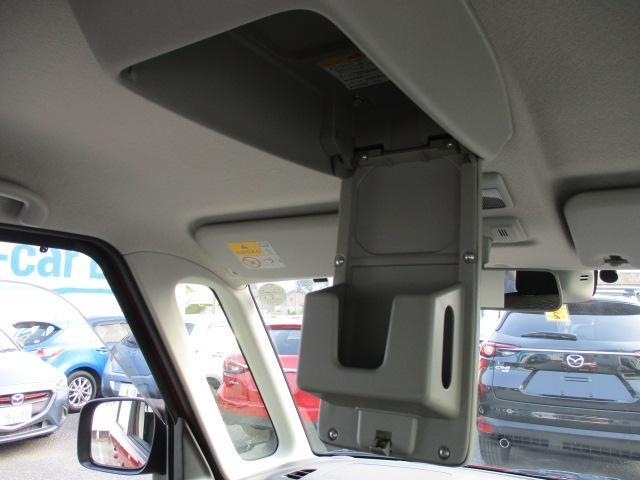 天井にはボックステッシュを入れる収納があって手を伸ばせば届くので便利ですよ!