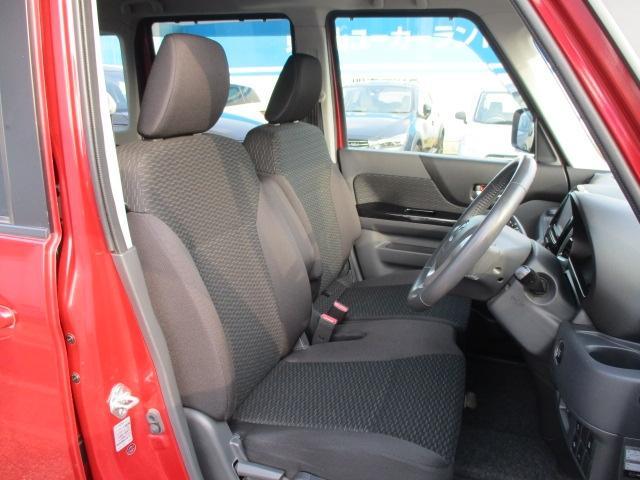 運転席や助手席も足元広々!どんな方でもシートポジションが取りやすく、室内の見た目以上に使いやすくなってます!実際にご来店のうえ触って、座ってみてください!
