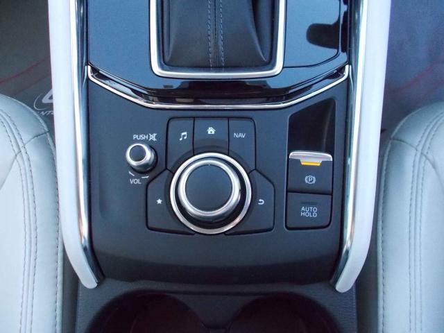 マツダコネクトコマンダー!手触り、ボタンの配置までこだわっておりドライブの妨げを防ぎます!電子パーキングスイッチとアイストップ時のオートホールド機能を追加!