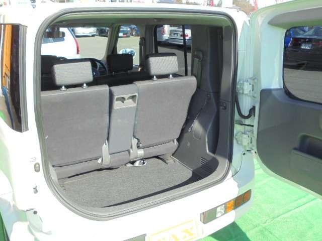 トランクも十分な広さを確保した荷室空間!買い物もレジャーも大活躍します!!