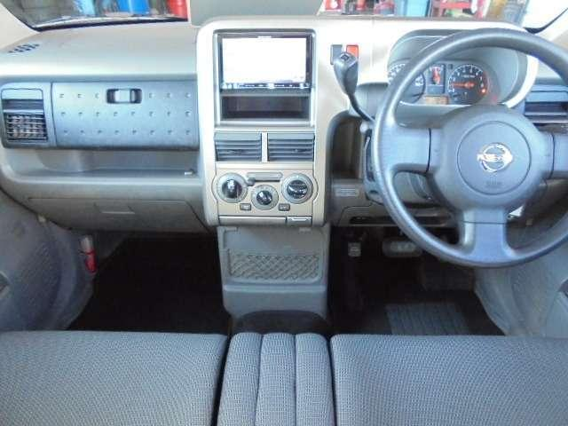 キューブのベンチシートは長距離運転をしても疲れにくい仕様になっております。みんなに愛されている車はシート1つとっても違いがあります。