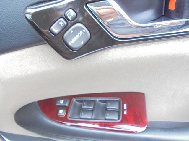 ドライバーシートのスイッチ類の使いやすいポジションにあります!