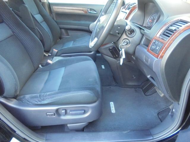 パワーシート付きお好みのドライビングポジションができます。チルドアップハンドル機能も付いてます。