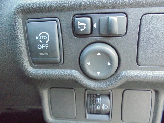 アイドリングストップスイッチ!電動格納ミラー!ヘッドライトレベライザーが付いてます!
