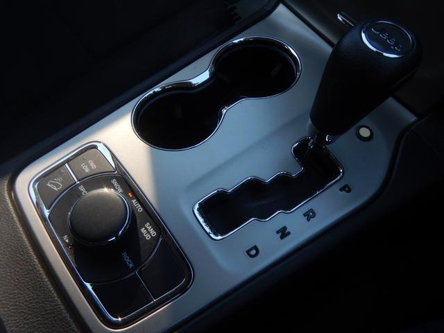 ラレード 4WD FUEL20インチAW オーバーフェンダー carrozzeriaメモリーナビ フルセグTV パワーシート クルーズコントロール フロント・サイド・バックカメラ(16枚目)