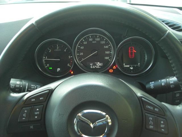 クルーズコントロール付!アクセルを踏まずに設定速度での定速走行が可能。長距離運転時のドライバーの負担を軽減してくれるだけでなく、走行状況に合ったギアを選択し燃費にも貢献します!