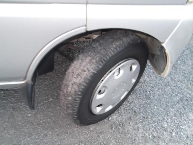 前後タイヤは溝小少なめです
