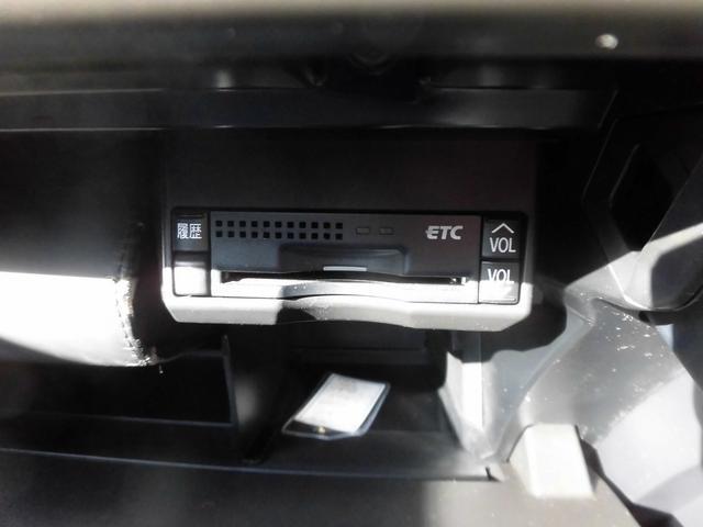 オートクルーズC・純正HDDナビ・バックモニター・純正17インチAW・LEDライト・ETC・シートヒーター・パドルシフト・本革巻ステアリング・フルセグTV・DVD再生・ミラーウィンカー・フォグライト