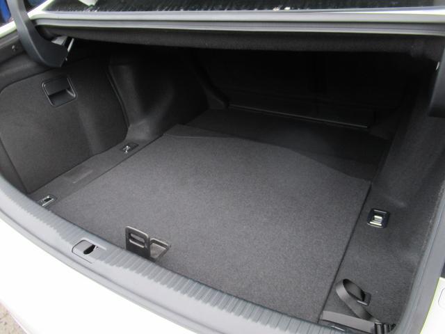 IS300h バージョンL 後期型 セーフティS LDA BSM 黒革シート サンルーフ ナビTV Bカメ OP18AW 3眼LEDライト シートヒーター シートエアコン 電動サンシェード 2.0ETC スマートキー 保取(8枚目)