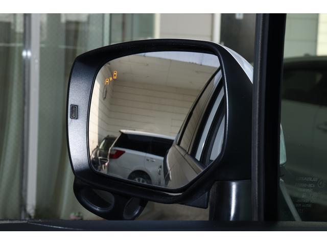 メーカーオプションアドバンストセーフティパッケージ付き!左右のミラーに後方から車が近づいてくると点灯。車が来ていることを知らせてくれます♪