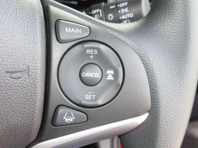 アクセルペダルを踏まずに設定した車速を保つクルーズコントロールに、前走車を検知し、自動で加減速を行う機能を追加!高速道路などで車速と車間を適切に制御します!