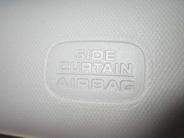 サイドカーテンエアバックを装備しております!横からの衝突にもより安全な装備です!シート横からも肩口にエアバックが展開します!