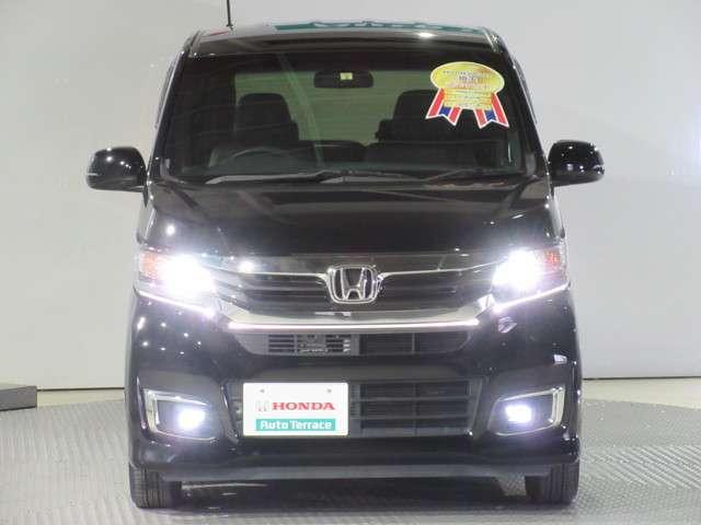ヘッドライトはスッキリ白く光る、明るく省電力なディスチャージヘッドライトを採用です!カッコイイ、明るいフォグライトも付いて安全です!