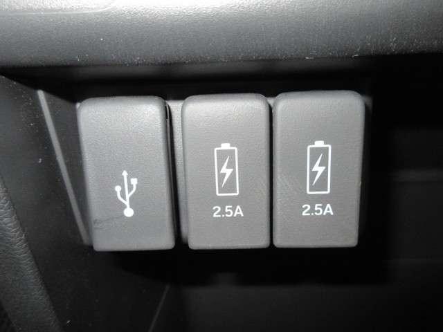 急速充電用USBジャックも2口装備しているので、スマートホンなど電子機器の充電に便利です!お出かけの際も電池切れの心配がいりません!