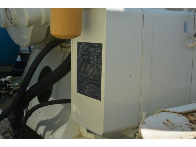 3軸 ベッド ミキサー車 カヤバ 8.9立米 電動ホッパ 6速MT 2デフ 水タンク キャブラダー 左電動格納ミラー フォグランプ ミラーヒーター 坂道発進補助 チョーク タコグラフ(15枚目)