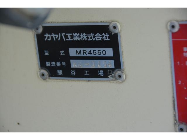 3軸 ベッド ミキサー車 カヤバ 8.9立米 電動ホッパ 6速MT 2デフ 水タンク キャブラダー 左電動格納ミラー フォグランプ ミラーヒーター 坂道発進補助 チョーク タコグラフ(17枚目)