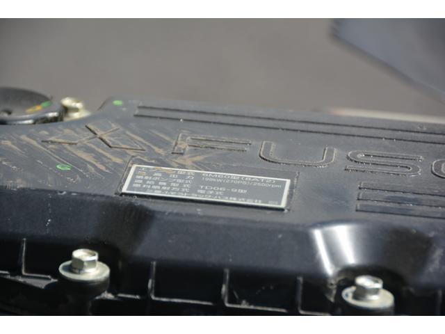 3軸 ベッド ミキサー車 カヤバ 8.9立米 電動ホッパ 6速MT 2デフ 水タンク キャブラダー 左電動格納ミラー フォグランプ ミラーヒーター 坂道発進補助 チョーク タコグラフ(27枚目)