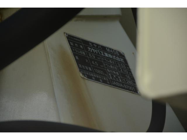 3軸 ベッド ミキサー車 カヤバ 8.9立米 電動ホッパ 6速MT 2デフ 水タンク キャブラダー 左電動格納ミラー フォグランプ ミラーヒーター 坂道発進補助 チョーク タコグラフ(29枚目)