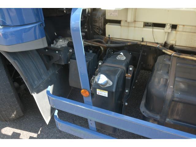 3軸 ベッド ミキサー車 カヤバ 8.9立米 電動ホッパ 6速MT 2デフ 水タンク 左電動格納ミラー キャブラダー フォグランプ ミラーヒーター 坂道発進補助 デフロック ETC チョーク タコグラフ アドブルー(13枚目)
