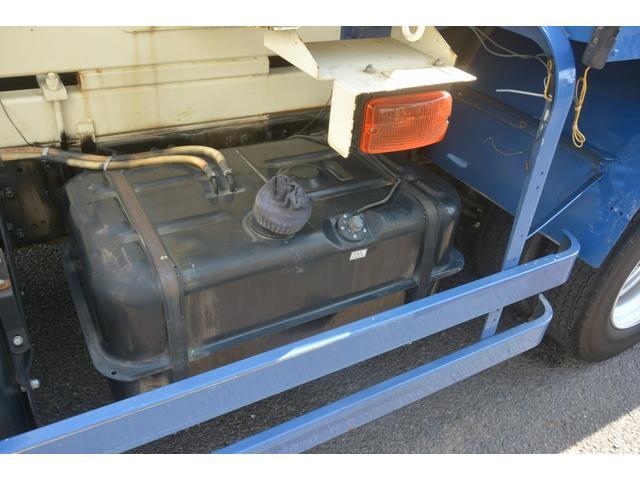 3軸 ベッド ミキサー車 カヤバ 8.9立米 電動ホッパ 6速MT 2デフ 水タンク 左電動格納ミラー キャブラダー フォグランプ ミラーヒーター 坂道発進補助 デフロック ETC チョーク タコグラフ アドブルー(14枚目)
